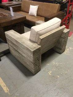 CocosCollections: - All For Garden Diy Furniture Couch, Diy Outdoor Furniture, Diy Chair, Recycled Furniture, Pallet Furniture, Furniture Projects, Custom Furniture, Furniture Design, Outdoor Couch