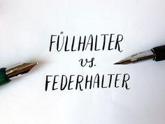 Es existieren mehrere Möglichkeiten, unter Schreibwerkzeugen für die Kalligrafie zu wählen: man kann die Spitzfeder im Federhalter verwenden, oder einen flexiblen Füllhalter, oder sogar einen norma…