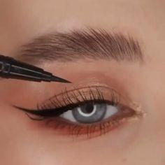 Eyebrow Makeup Tips, Beauty Makeup, Eye Makeup, Hair Makeup, Eyeliner Looks, Black Eyeliner, Fox Eyes, Hair Doo, Makeup Looks Tutorial