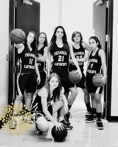 sports teams photo idea, fierce team photo, girls basketball team photo, team, sports, senior portraits, grass valley senior portrait photographer www.lisawilliamsphoto.com