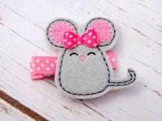 Mouse hair clip felt mouse hair accessorypink by Thefairybowtique Felt Diy, Handmade Felt, Felt Crafts, Fabric Crafts, Felt Hair Accessories, Mouse Crafts, Felt Hair Clips, Felt Mouse, Barrettes