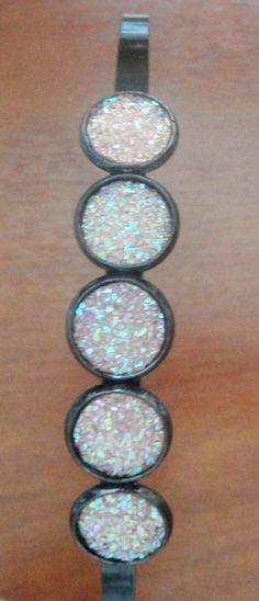 Diadema con cristales de resina en rosado - by Be-Trend Bisutería