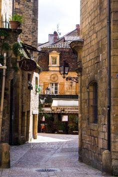 Calles de cuento en el centro de #Sarlat, #France