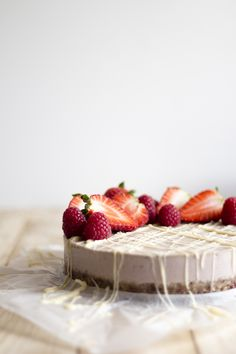 raw strawberry cake with white chocOlate and berries (sugar & gluten free)