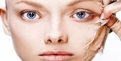 Она выглядит как 20-летняя в свои 53 года. Этот способ позаимствован у японок, отлично удаляет омертвевшие клетки с поверхности кожи, делая лицо фарфоровым и гладким. Попробуйте обязательно омолаживающую процедуру! 1. Умываем лицо привычным способом, закалываем волосы, чтобы лицо было открытым. 2. Готовим смесь №1. Берем столовую ложку пены для бритья, добавляем пол чайной ложки соды. …