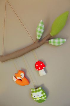 Great mobile for forest theme nursery Felt Diy, Felt Crafts, Fabric Crafts, Mobiles, Woodland Decor, Woodland Mobile, Fox Kids, Diy Bebe, Felt Mobile