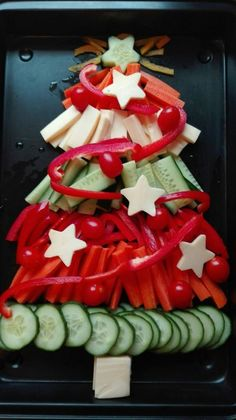 Easy Healthy Christmas Appetizers and Snacks for Parties Christmas Snacks, Xmas Food, Christmas Appetizers, Christmas Cookies, Christmas Christmas, Snacks Für Party, Appetizers For Party, Food Carving, Finger Foods