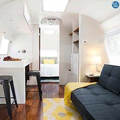 49 Graceful Airstream Interior Design Ideas Love this Airstream Interior Airstream Caravans, Airstream Remodel, Airstream Renovation, Airstream Interior, Trailer Remodel, Caravan Living, Rv Living, Tiny Living, Vintage Caravan Interiors