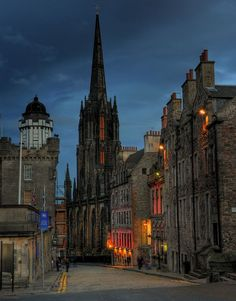 dusk in Edinburgh... I need to go back!!!