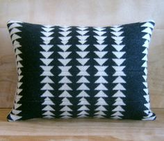 Almohada  Pendleton lana tejido  Rock negro blanco por RobinCottage, $48.00