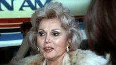 Image caption                                      La actriz de Hollywood Zsa Zsa Gabor murió a los 99 años.                                La actriz Zsa Zsa Gabor murió el domingo a los 99 años, según confirmó su publicista citado por la prensa estadounidense. Nacida en Hungría, emigró a Estados Unidos durante la S