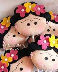 Resultado de imagem para bijuteria com a frida Felt Crafts, Diy And Crafts, Crafts For Kids, Arts And Crafts, Felt Baby, Mexican Party, Felt Ornaments, Fabric Dolls, Doll Patterns