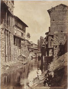 Canal in Kashmir - Rare Photos, Old Photos, Simplicity Is Beauty, Vintage India, Srinagar, Life Form, Heaven On Earth, Continents, Live Life