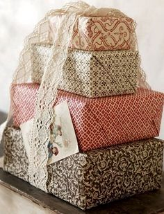 15 Creative And Chic Christmas Gift Wrapping Ideas - Rustic Crafts & Chic Decor Wrapping Ideas, Wrapping Gift, Creative Gift Wrapping, Christmas Gift Wrapping, Creative Gifts, Wrapping Papers, Merry Little Christmas, Vintage Christmas Cards, Christmas Time