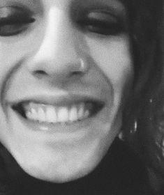 Ma quanto cazzo è bello il suo sorriso? My Cup Of Tea, Crushes, Idol, David, People, Bedroom Wall, Twitter, Singers, Music