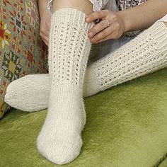 OHJE: Pitsineulesukat Lace Socks, Crochet Socks, Knitting Socks, Knit Crochet, Yarn Colors, One Color, Colour, Leg Warmers, Mittens