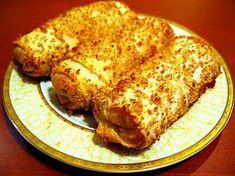 Tavuk etlerini haşlayın. haşlandıktan sonra hepsini didikleyip tuz ve karabiberle karıştırın. Beşamel sosu hazırlamak için tereyağını er...