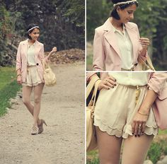 Bershka Lace Up Suede Shoes, Marc By Marc Jacobs Cream Leather Bag, H Gold Accesories, H Scalloped Shorts, Bo´Hem Pink Blazer, H Gold Belt, Asos Pearl Head Band, Carolina Sarda Sheer Blouse, H White Tights
