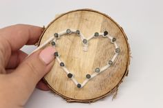 DIY cute gift for Valentine& Day: Tree disc with heart in string Art ♡ Cute Presents, Cute Gifts, Tree Slices, Print Templates, String Art, Long Nails, Little Gifts, Wood Watch, Valentine Day Gifts