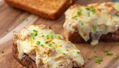 This easy Keto Tuna Melt recipe is great for a quick lunch or a light dinner. The crunchy Keto Bread is the ideal base for our tuna salad and melty cheese. Low Carb Chicken Salad, Salad Recipes Low Carb, Chicken Salad Recipes, Keto Recipes, Easy Meal Prep, Quick Easy Meals, Tuna Melt Recipe, Tuna Cakes, Tuna Melts