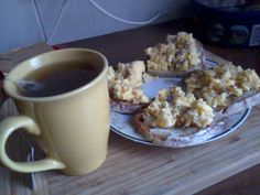 red tea & mixed eggs with garlic and papper