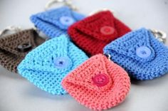 monederos a crochet paso a paso pequeños Plastic Bag Crochet, Crochet Coin Purse, Crochet Keychain, Crochet Bracelet, Crochet Purses, Crochet Shell Stitch, Crochet Motif, Crochet Designs, Crochet Camera