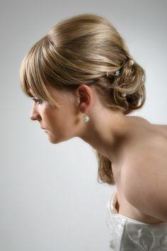 Hochsteckfrisur Braut, blondes langes Haar