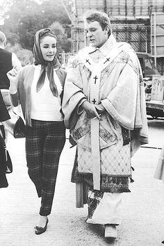 Richard Burton Elizabeth Taylor, Burton And Taylor, Golden Age Of Hollywood, Vintage Hollywood, Hollywood Stars, Classic Hollywood, Hollywood Couples, Hollywood Glamour, Elsa Peretti