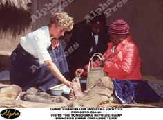 "PRINCESS DIANA   13/07/93 PRINCESS DIANA VISITS "" THE TONGOGARA REFUGEE CAMP "" IN ZIMBABWE"