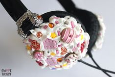 Customized headphones from sweet ticket. So cute!!! And definitely a great gift idea for girly girls :) #kawaii