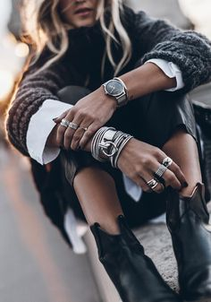 We love it . Looks Style, My Style, Fashion Accessories, Fashion Jewelry, Summer Outfits, Cute Outfits, Foto Art, Fashion Outfits, Womens Fashion