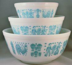 "Pyrex ""Butterprint"" Nesting/Mixing Bowl Set of 3-1957"