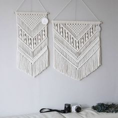 macrame/macrame anleitung+macrame diy/macrame wall hanging/macrame plant hanger/macrame knots+macrame schlüsselanhänger+macrame blumenampel+TWOME I Macrame & Natural Dyer Maker & Educator/MangoAndMore macrame studio Macrame Design, Macrame Art, Macrame Projects, Macrame Knots, Diy Projects, Macrame Mirror, Macrame Wall Hanging Patterns, Macrame Patterns, Macrame Wall Hangings