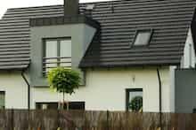 Dom w amarylisach Garage Doors, Outdoor Decor, Home Decor, Gardens, Garden Landscaping, Homemade Home Decor, Interior Design, Home Interiors, Decoration Home