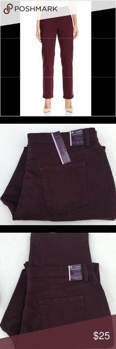💥SALE💥Gloria Vanderbilt Amanda Jeans Burgundy Gloria Vanderbilt Amanda Jeans Sweet Burgundy (18 Short) Five-pocket design Button and zip closure Gloria Vanderbilt Jeans Straight Leg