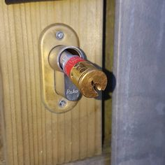 Looks like you don't have to pick the lock for this geocache, you just have to pull it out.  #IBGCp