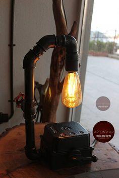 Tamamen el işçiliği ile ürettiğimiz endüstriyel boru lambalar kişiye özel tasarım seçenekleri ile satışta. Vintage ampulü ile gönderilmektedir. Fiyat bilgisi ve sipariş için iletişime geçebilirsiniz.