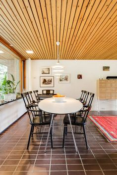 Stockholm Apartment, Outdoor Furniture Sets, Outdoor Decor, Places To Eat, Mid-century Modern, Beautiful Homes, House Ideas, Dining Room, Mid Century