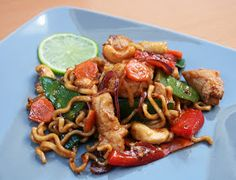 Wok, Pozole, Kung Pao Chicken, Chili, Spaghetti, Food And Drink, Pasta, Ethnic Recipes, Chile