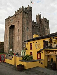 When a pub has been around for 400 years you know it's gonna be good!  5 tasty reasons to eat at Durty Nelly's, in the shadow of Bunratty Castle. Ireland vacation. Ireland pub. Irish pub.
