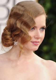 With loose fingerwaves framing her face and a side chignon that screams sexy, Amy Adams rocks her interpretation of a style. Great Gatsby Hairstyles, Summer Wedding Hairstyles, Fancy Hairstyles, Vintage Hairstyles, Bridal Hairstyles, Beach Wedding Hair, Vintage Wedding Hair, Gatsby Wedding, Dream Wedding
