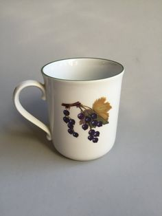 EVESHAM VALE Coffee Mugvintage Evesham coffee mugmug with fruitFine Porcelain : evesham tableware - pezcame.com