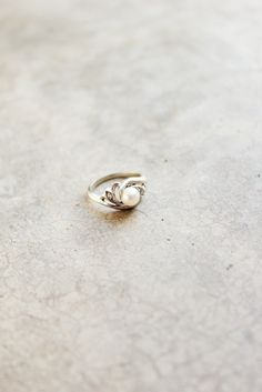 Love pearls so much more than diamonds, in fact, it'd be awesome to have an engagement ring like this. :)