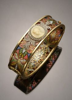 Art Nouveau tested yellow-gold, platinum, diamond, plique--jour and cameo bangle bracelet by Masriera y Carreras -{- want this so bad. Most gorgeous bracelet I ever seen} Bijoux Art Nouveau, Art Nouveau Jewelry, Jewelry Art, Antique Jewelry, Jewelry Accessories, Fine Jewelry, Jewelry Design, Jewlery, Vintage Jewelry 1920s