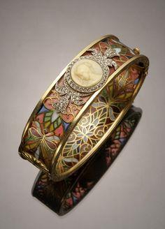 Art Nouveau 18-karat yellow-gold, platinum, diamond, plique--jour and cameo bangle bracelet by Masriera y Carreras