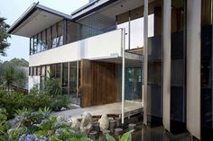 The Richard Neutra VDL Research House. See more, click on the image.