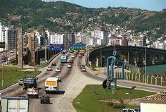A cidade que começa no continente e termina em ilha é capaz de oferecer um verdadeiro mix de paisagens e atrações.