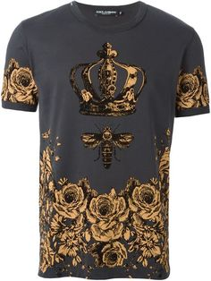 Dolce & Gabbana floral bee and crown print T-shirt Versace T-shirt, Versace Fashion, Moda Center, African Print Fashion, Fashion Prints, Urban Fashion, Mens Fashion, Wear Store, Dolce And Gabbana Man