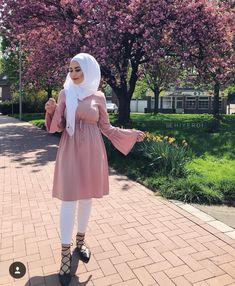 ZAFUL offers a wide selection of trendy fashion style women's clothing. Hijab Fashion Summer, Niqab Fashion, Street Hijab Fashion, Muslim Fashion, Modest Fashion, Fashion Outfits, Womens Fashion, Hijab Outfit, Hijab Stile