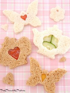 Today I wanted to give you some ideas andinspiration for making tea sandwiches! To make really cute tea sandwiches you just need a few cookie cutters andsome simple ingredients! Tea Sandwiches, Finger Sandwiches, Amaretti Cookie Recipe, Tea Cookies, Cheese Cookies, Cream Tea, Afternoon Tea Parties, Japanese Tea Ceremony, Thinking Day